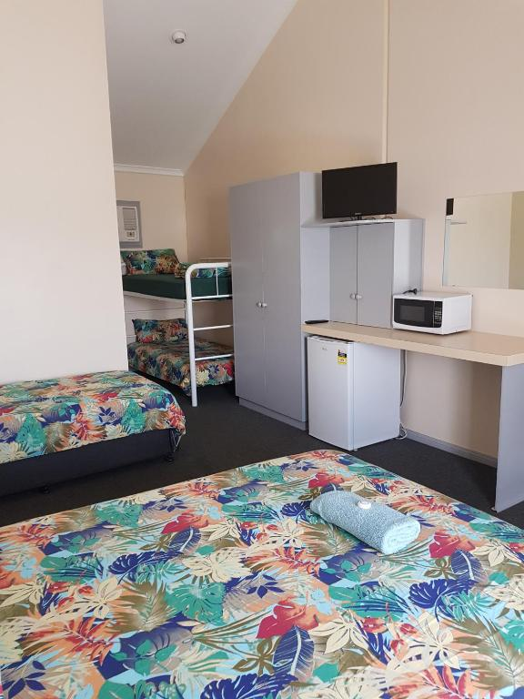 family room with bathroom motel